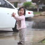 This girl discovers the rain for the first time in her life. Very tender, you'll be glad the day!